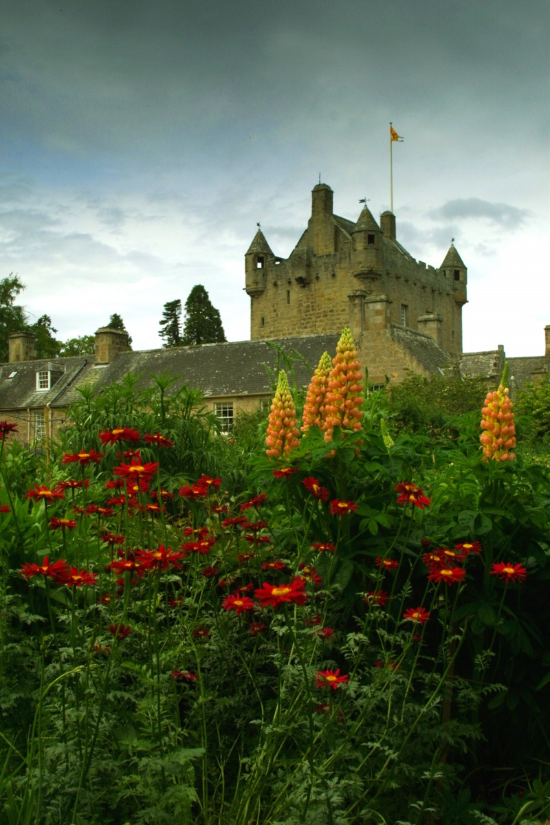 Cawdor-castle-gardens